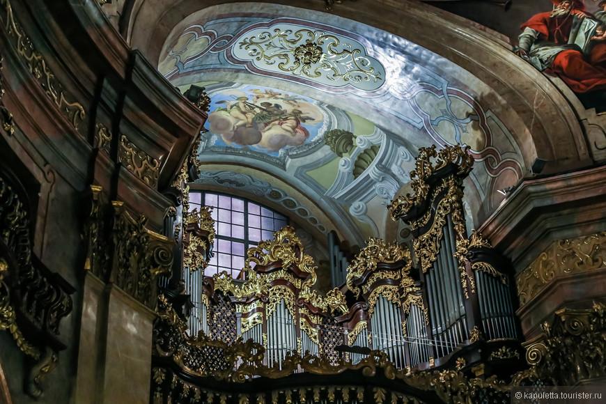 Удивительный по красоте и по звучанию орган.
