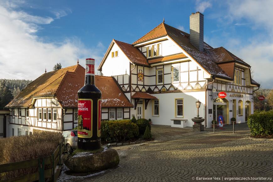 """Травяной ликер """"Schierker Feuerstein"""" был запатентован ширкенским аптекарем в 19 веке ."""