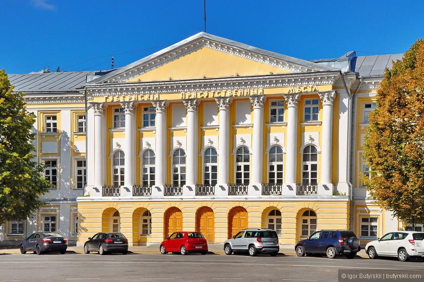02. В городе огромное количество памятников архитектуры, в том числе под защитой ЮНЕСКО.
