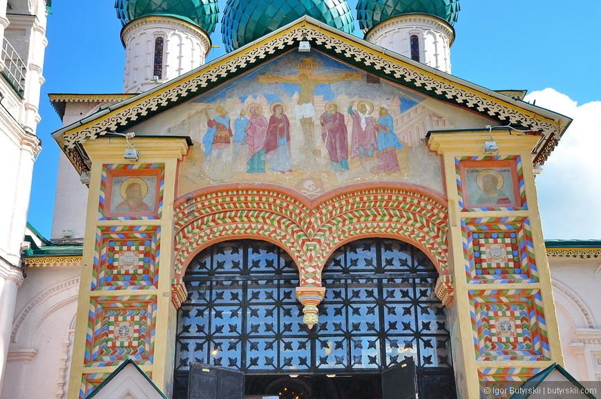 04. Оформление храмов очень интересное, множество деталей, витражи, мозайка, роспись...