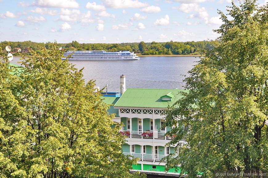 10. Ярославль находится на Волге и конечно через него идут туристические лайнеры. Я бы даже посоветовал именно с Ярославля начинать путешествие по Волге на юг.