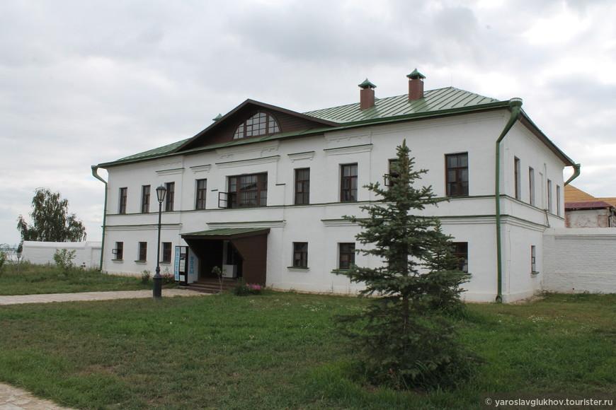 Братский корпус Иоанно-Предтеченского монастыря.