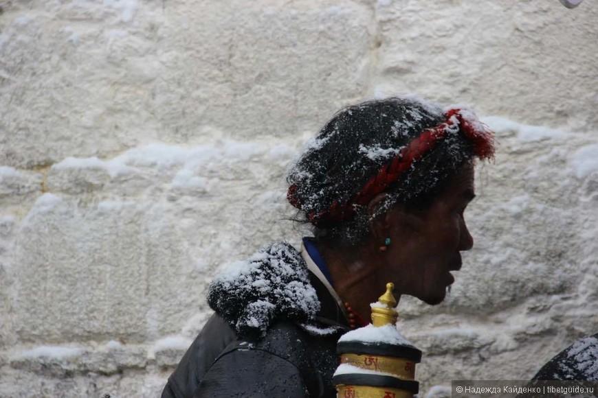 паломник совершает кору вокруг Поталы