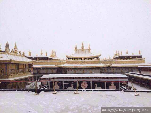 Храм Джоканг в первый снег