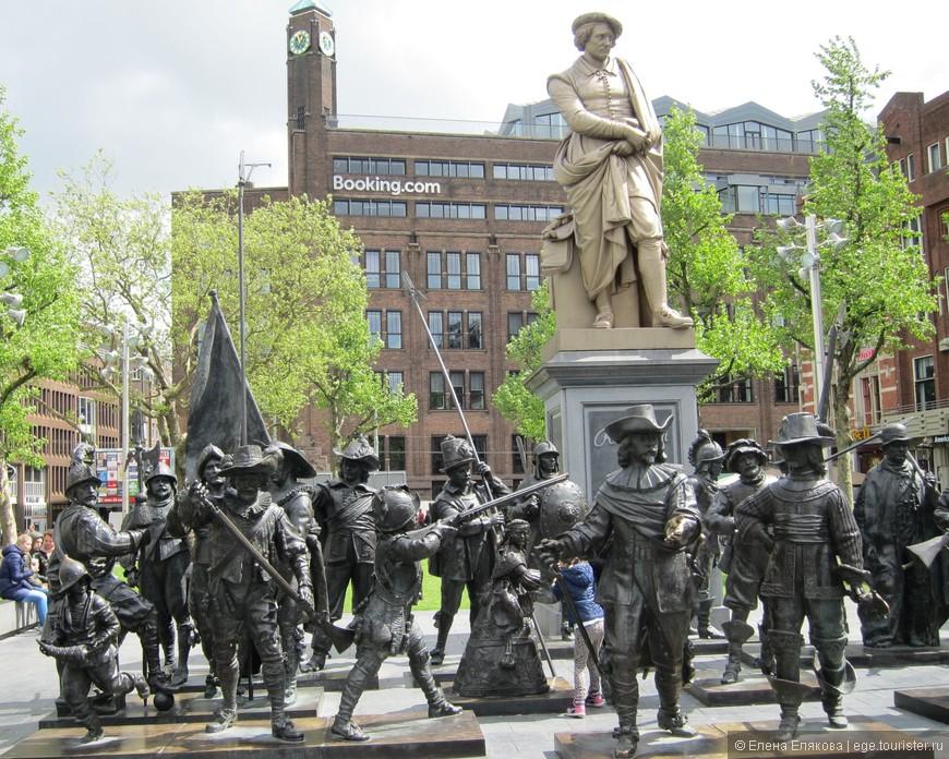 Памятник Рембранту на площади Рембранта