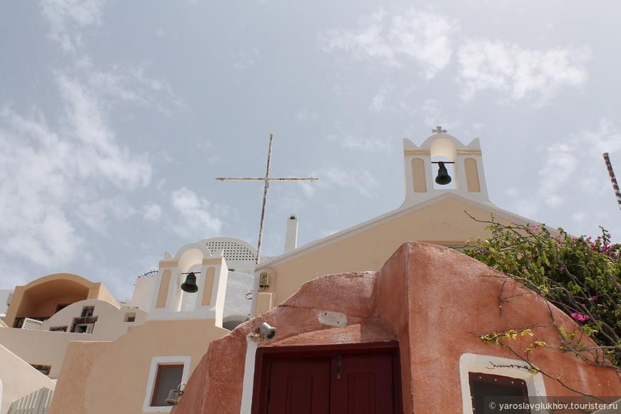Одна из многочисленных церквей Ии.