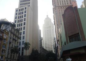 По центру Сан-Паулу (Бразилия) в декабре 2014