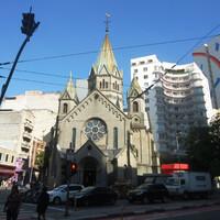 Заканчивался пешеходный мост- еще одной церковью, которая также называется -Santa Efigenia и построена в готическом стиле