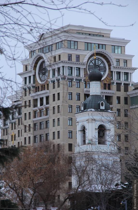 Колокольня храма Николая Чудотворца на фоне вот такого современного строения