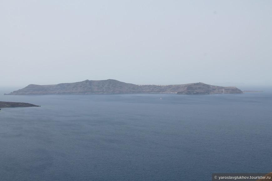 Остров Тирасия. Вид из Фиры.