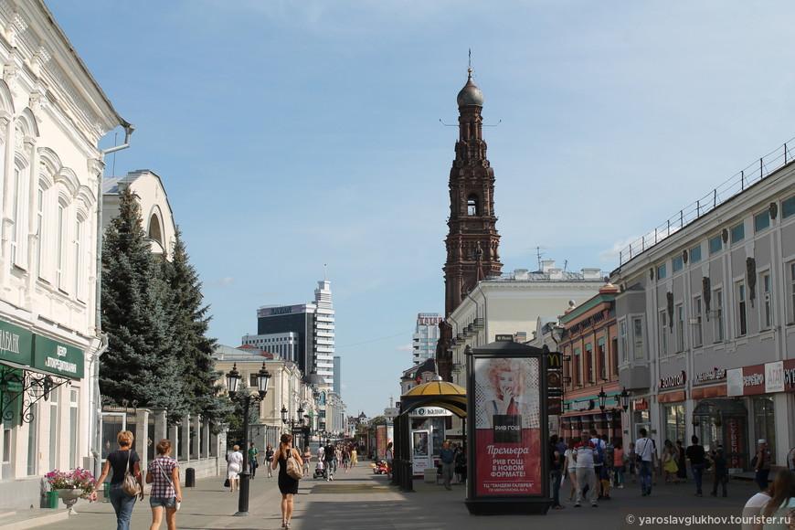Улица Баумана. Справа - Богоявленская колокольня.