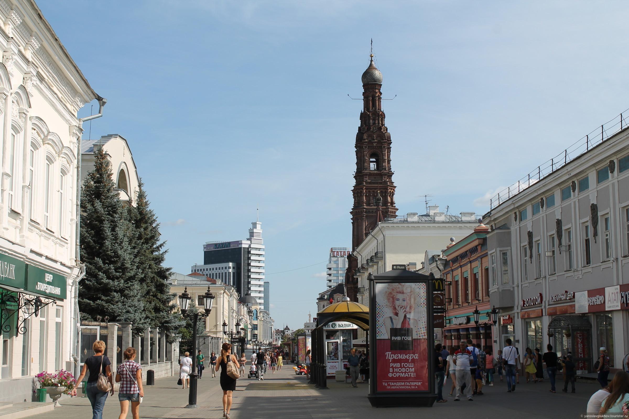 Улица Баумана. Справа - Богоявленская колокольня., Казань. Улица Баумана