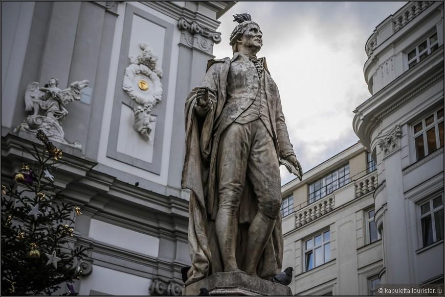 """Перед храмом расположился один из """"любимчиков"""" Вены - Йозеф Гайдн."""