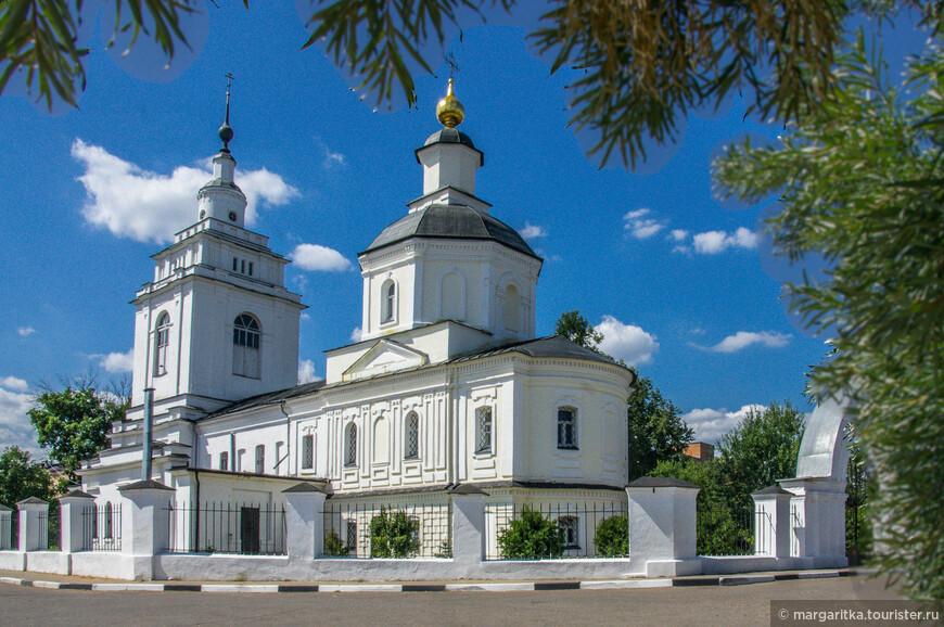 Покровская церковь -1781г. В советское время морг и краеведческий музей. В настоящее время действующий, реставрируется Адрес: г. Руза, ул.Социалистическая