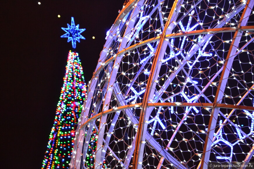 Шары-основная фишка этих праздников,высотой 8 метров каждый, они полые внутри.