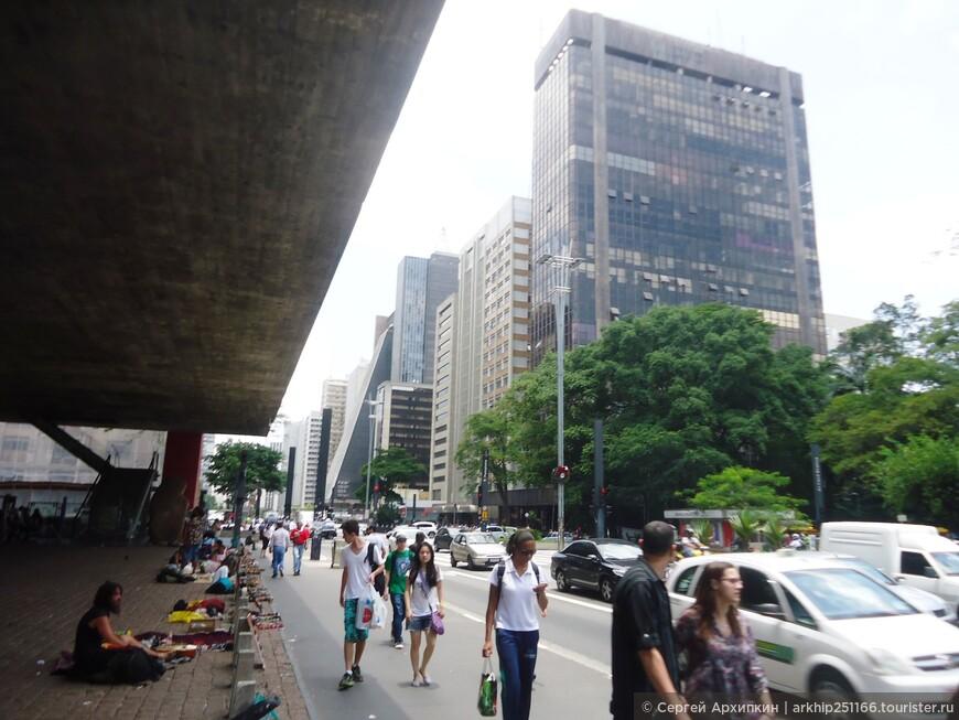 Это здание- Художественный музей Сан-Паулу (Museu de Arte)