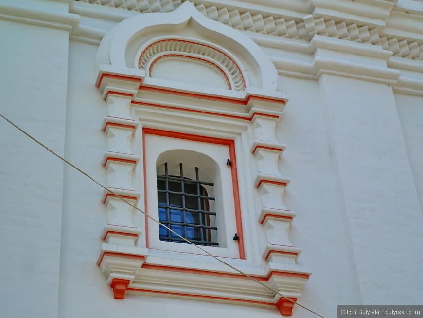 15. Окно древней тюрьмы, наверное.