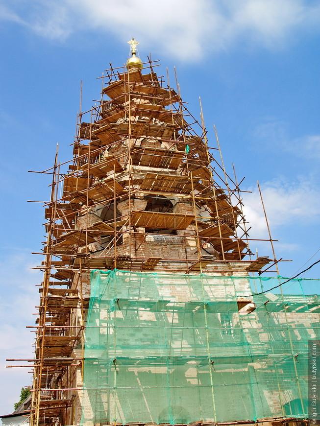 31. Колокольня церкви Богоявления на глубокой реставрации.