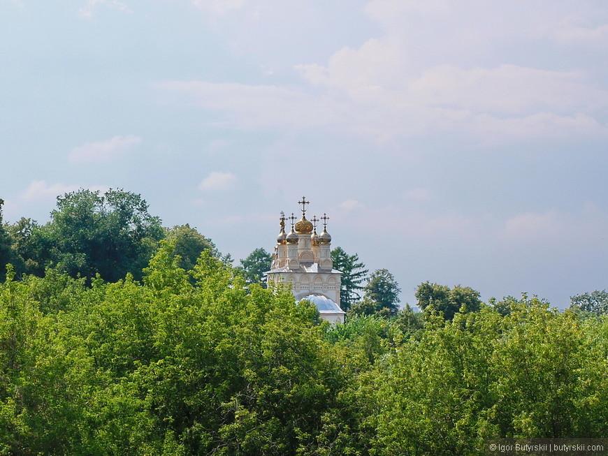 32. От кремля открывается отличный вид. Надеюсь Рязанцы подскажут, что это за здание.