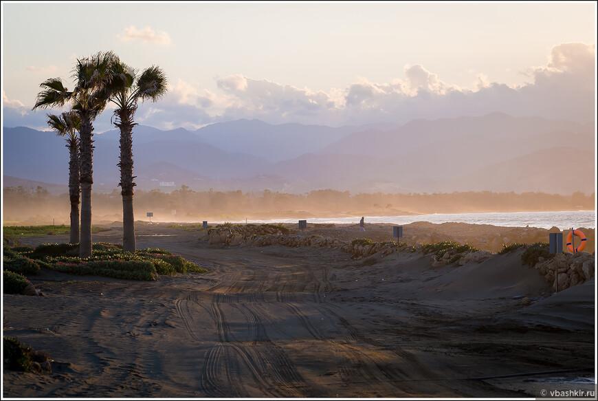Газиверен. Дорога вдоль пляжа.