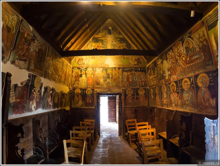 Церковь Михаила Архангела с фресками 15-ого века в Педуласе. Объект Всемирного наследия ЮНЕСКО.