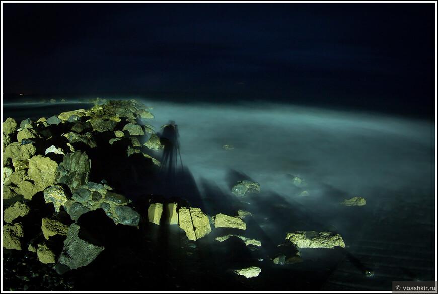 Шестиногое селфи на длинной выдержке на фоне вечернего моря. Спасибо Коле и Оле ronadort за подарок - штатив!))