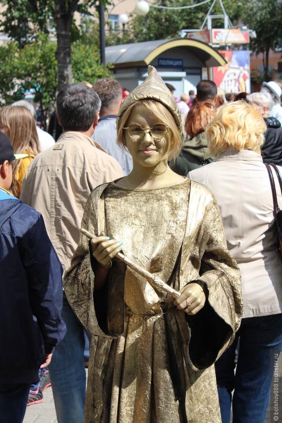 В этом году у нас в Калуге решили разнообразить день города!Живые статуи многим пришлись по вкусу.