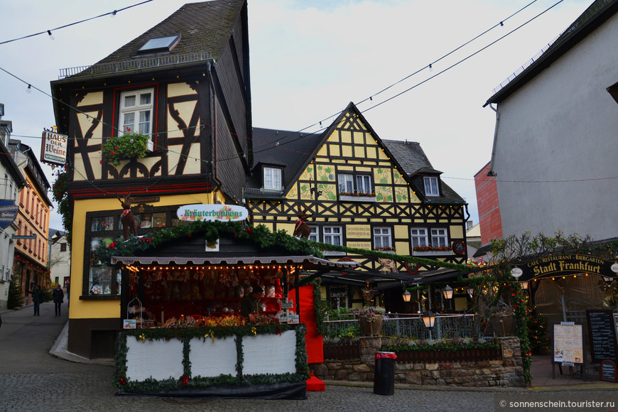 В многочисленных ресторанчиках и кафе города можно не только насладиться разнообразной региональной кухней, но и продегустировать знаменитое «Кофе по Рюдесхаймски» одним из ингридиентов которого и является асбахское бренди.
