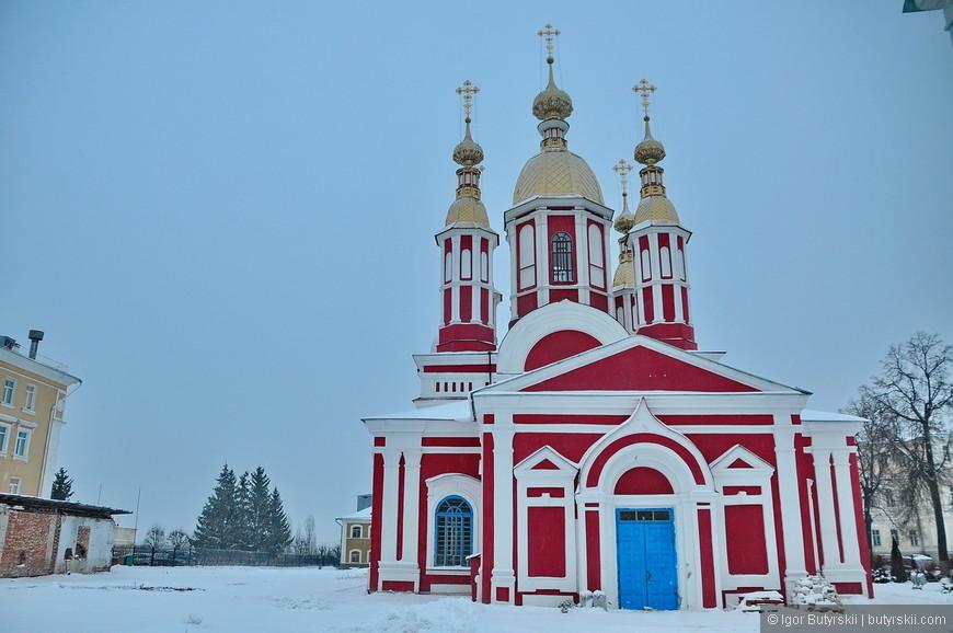 17. Церковь во имя Иоанна Предтечи. Зимняя. Заложена в 1794 году, освящена в 1821 году. С 2010 года воссоздаётся пятиглавие.