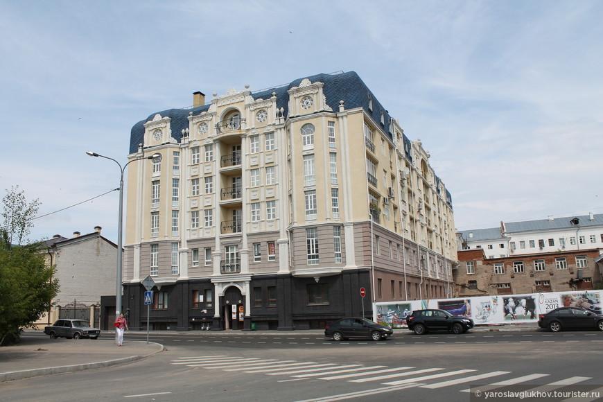 Современный дом на площади Дзержинского.
