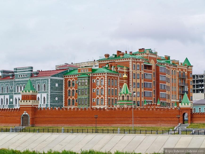 17. Обычный жилой дом стилизован и не выбивается из общей картины.