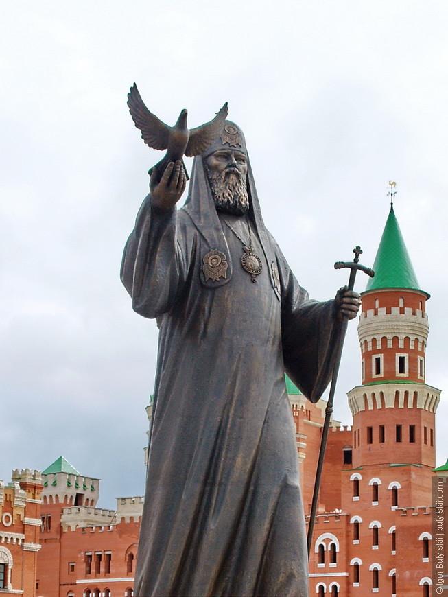 21. Памятник Святейшему Патриарху Московскому и всея Руси Алексию II.