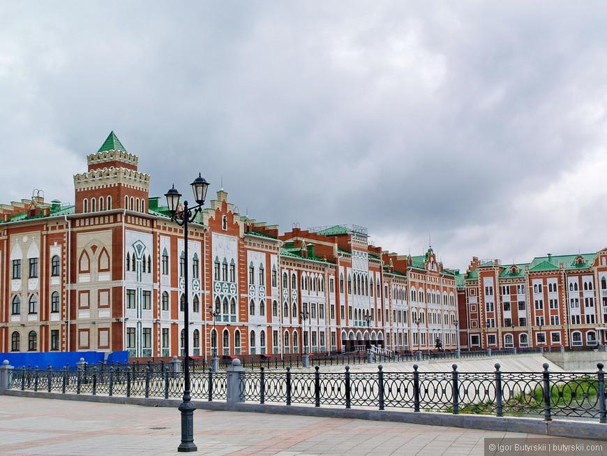 25. Очень приятно гулять вдоль таких домиков. Город кстати находится недалеко от Казани, поэтому рекомендую совместить поездку.