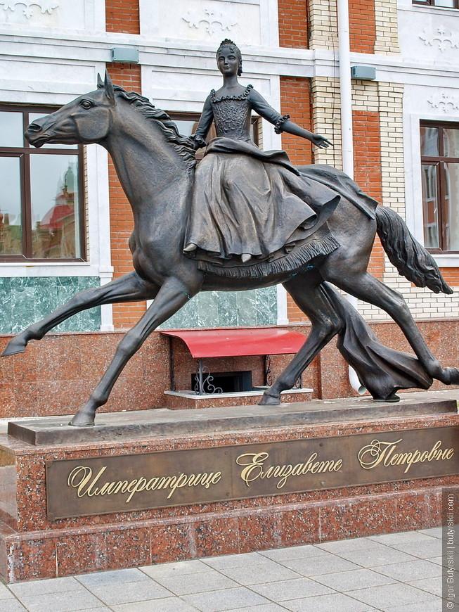 27. Памятник Елизавете Петровне.