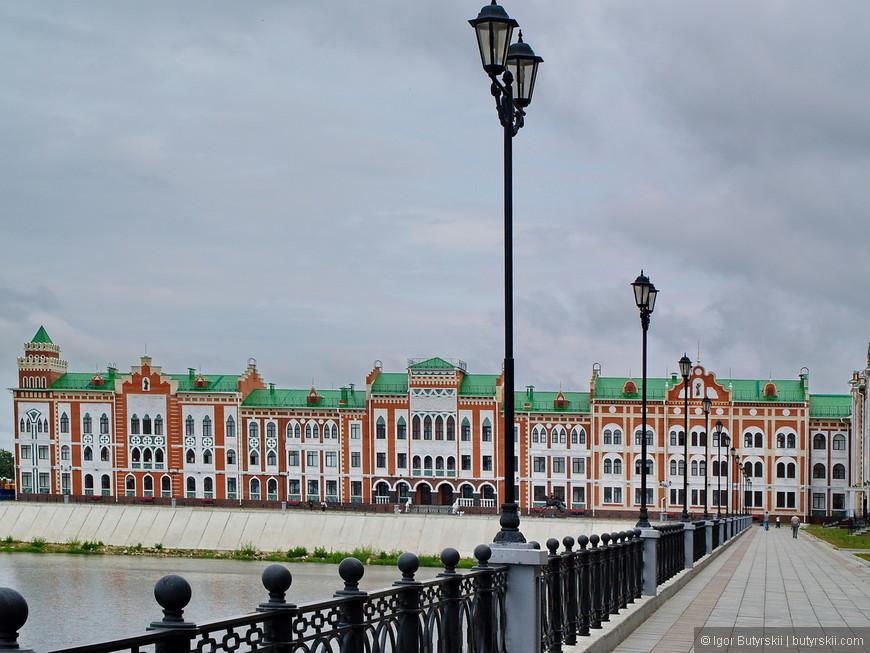 30. В любом городе России жилье в таком районе стало бы очень дорогим, но не тут - средняя цена на квартиры в центре ненамного выше обычной по городу.