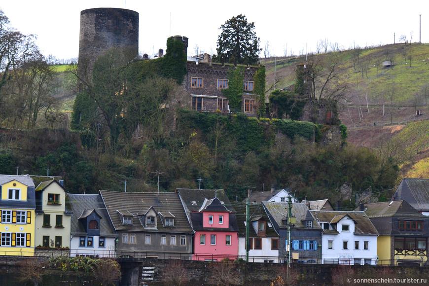 Крепость Хаймбург возле Нидерхаймбаха. Крепость находится в частном владении и в ней проживает владелец.