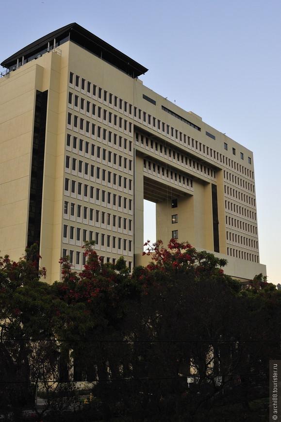 Здание было построено  в период правления генерала Пиночета,