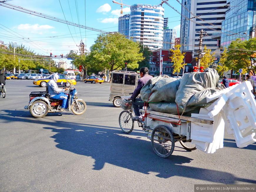 04. Разного рода рикшы и повозки, это все таки Китай.