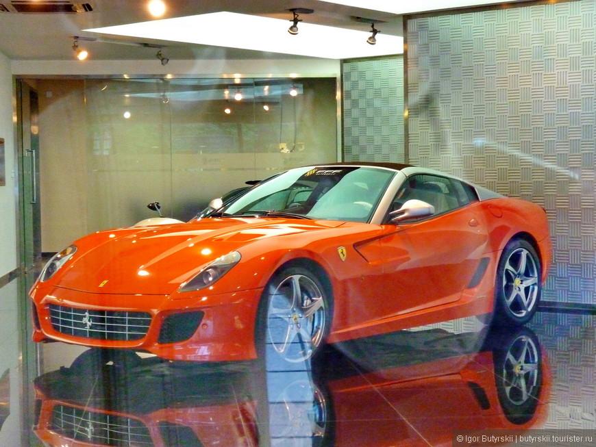 15. В автосалоне скучает Ferrari 599.