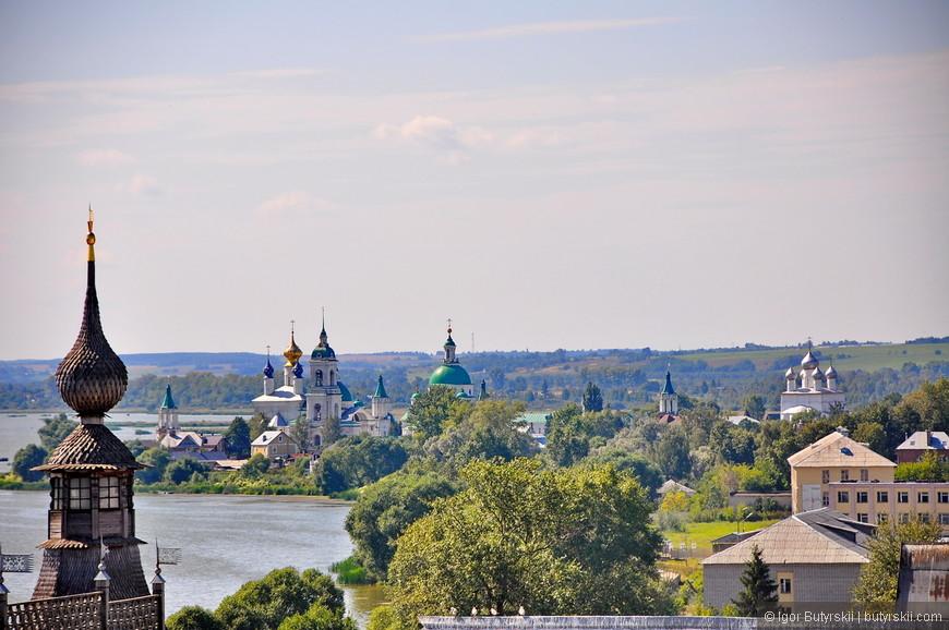 35. Вдали виднеется Спасо-Яковлевский монастырь.