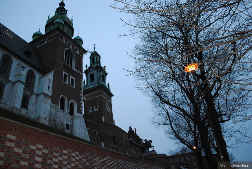 Краков, Вавельский замок, королевская резиденция, на территории замка Кафедральный Собор.
