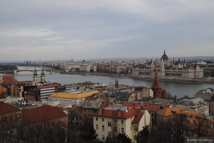 Со смотровых площадок Рыбацкого бастиона открываются потрясающе красивые виды на Дунай и Будапешт.