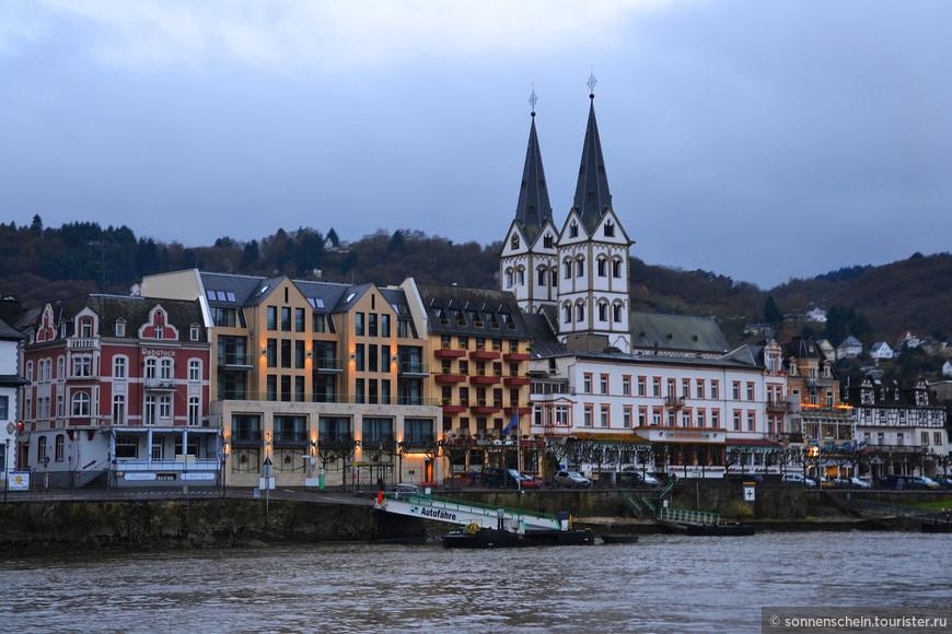 Набережная Боппарда – это удивительное место, побывав в котором, можно ознакомиться с оригинальной средневековой архитектурой Германии и полюбоваться на великолепные пейзажи поймы Рейна. Как сделала это я с палубы нашего корабля.