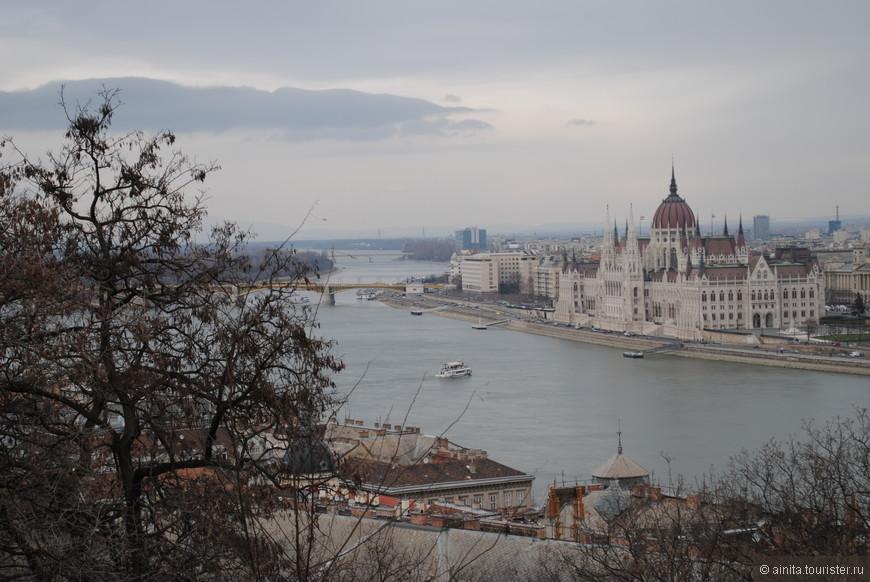 Вид на Парламент.