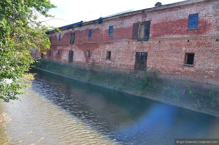 03. Оборонительные стены возле канала.