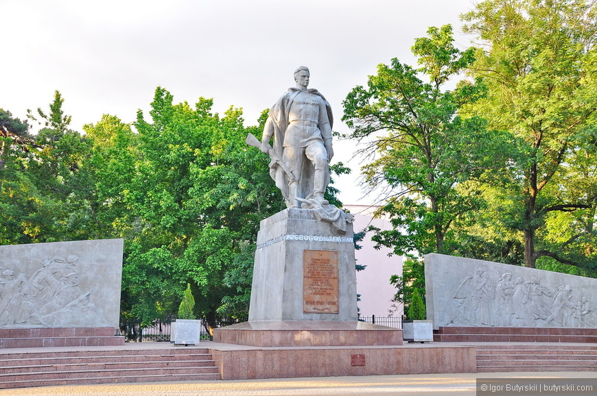 13. Памятник освободителям.