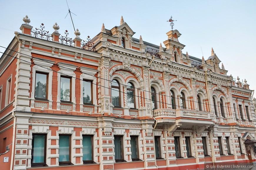 40. Я думаю, что в Краснодарском крае так много курортов и туристических городов, что кто-то должен и поработать, вот Краснодар именно такой – рабочий город, тут деньги, тут люди, тут учеба, а туризм недалеко – 300 км к западу :)