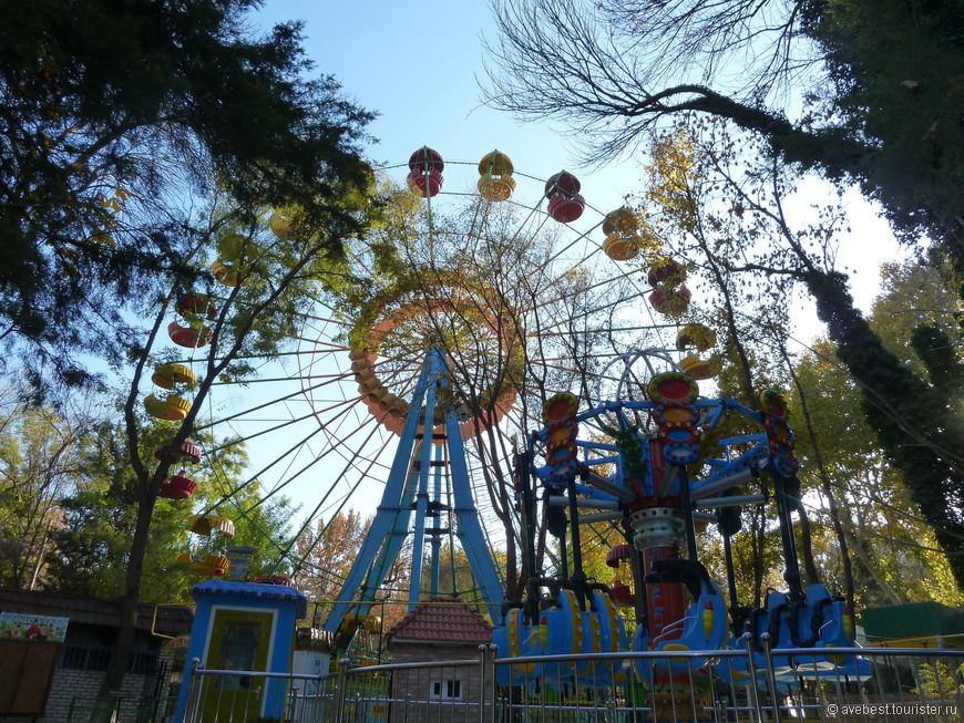 Чёртово колесо в парке культуры и отдыха имени Бобура.