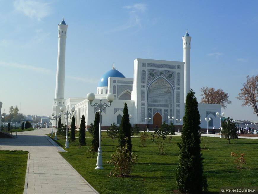 Около кладбища «Минор», находящегося на одном из берегов канала Анхор, возведен новый дворец–мечеть, которая является самой большой на территории страны и может вместить 2 400 человек.