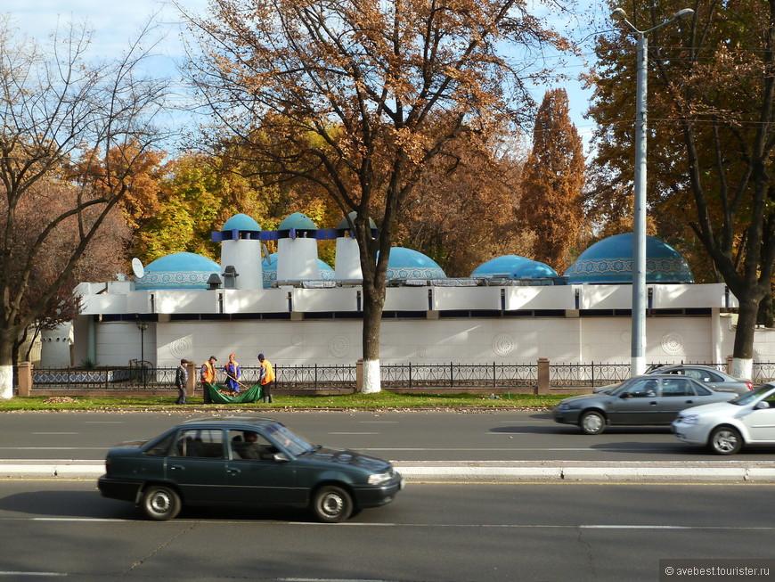 """Ресторан """"Голубые купола""""."""